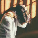 Jak zmírnit migrénu pomocí stravy, bylin a akupresurních bodů?